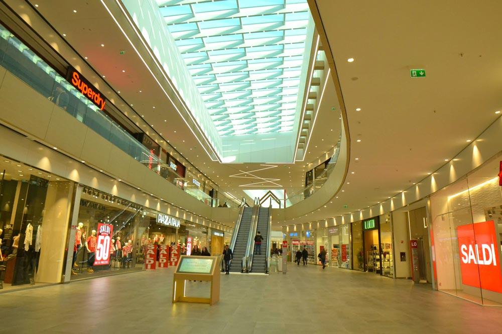 Centro Commerciale Elnòs Interno - Brescia (BS) Italia